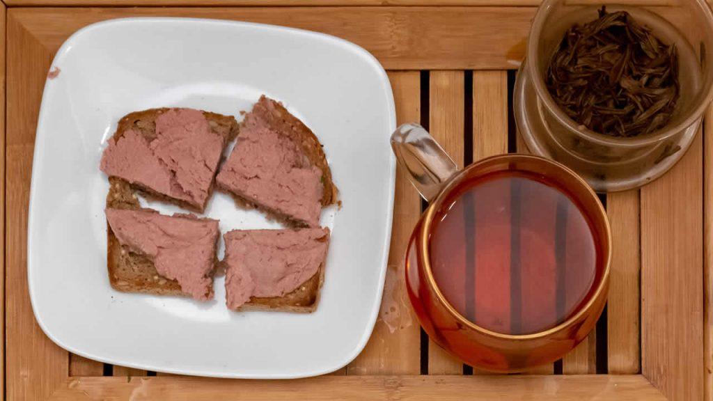 Liverwurst with black tea